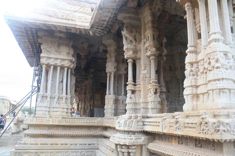 Intrinsic carving on the eastern Gopuram of Vitthala