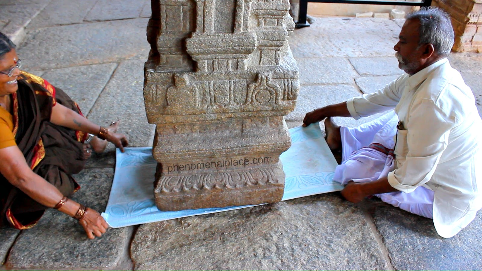 Hanging_Pillar_Lepakshi_Temple_India_Wonder_Antigravity_Levitation_Proof.jpg