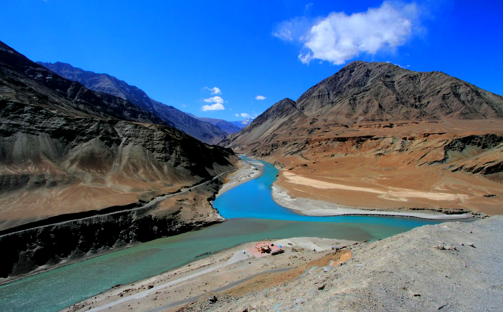 confluence of indus and zanskar.jpg