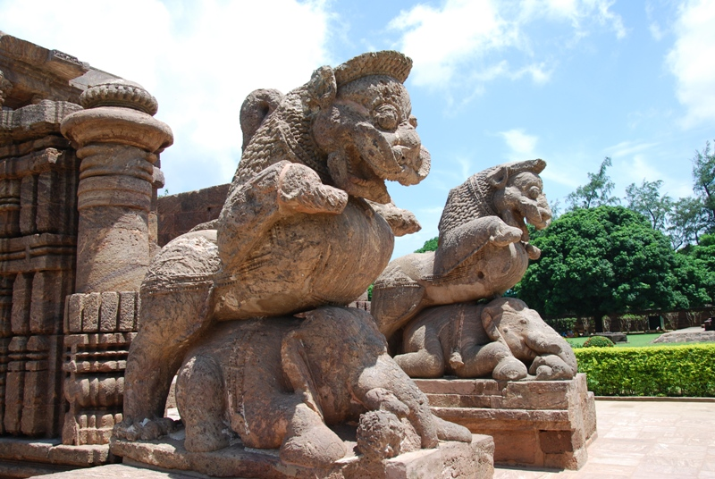 lion and elephant konark-_sun_temple