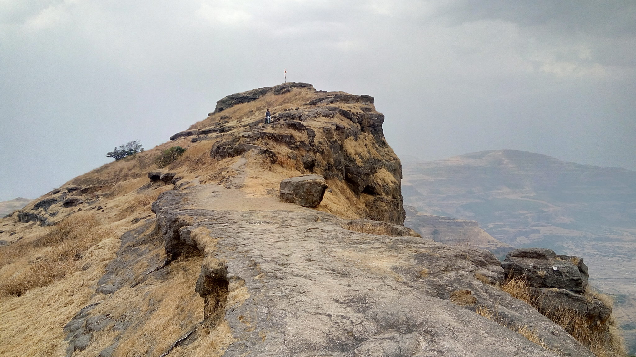 Trek to Harischandragad Fort and KonkanKada | Travel And Trekking